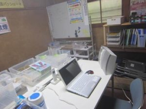 オフィス噴霧風景